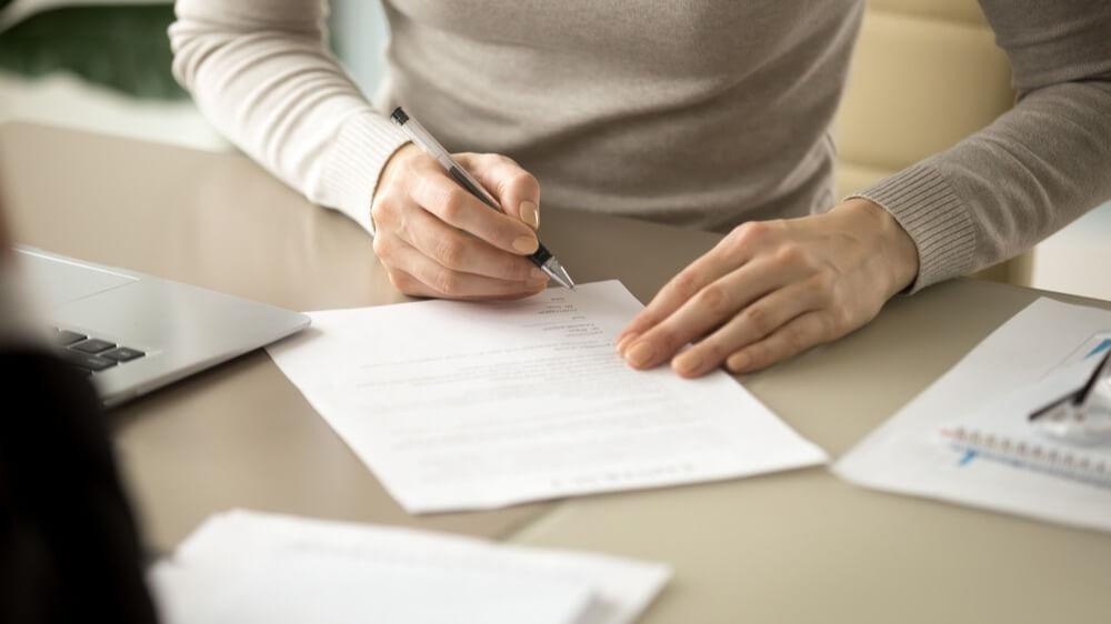 psaní na papíru